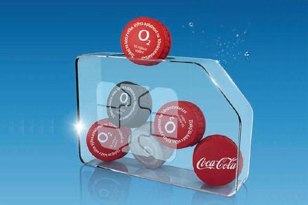 O2 rozdává volné minuty pod víčky Coca-Coly
