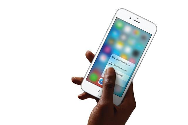 Objednávky na nové iPhony jsou vyšší než loni