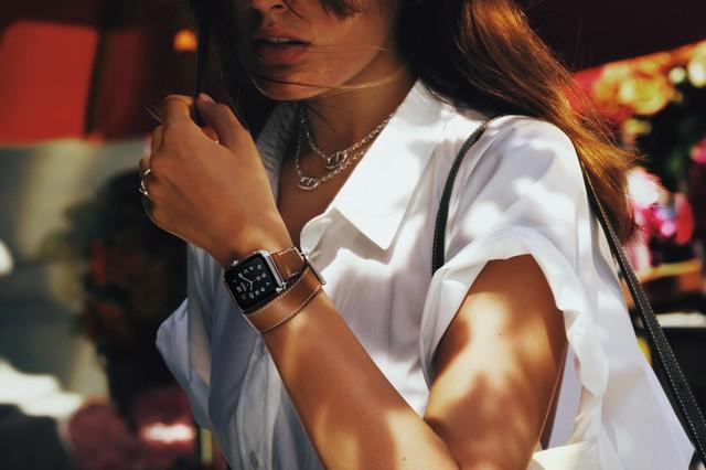 Apple Watch vpodzimním kabátku