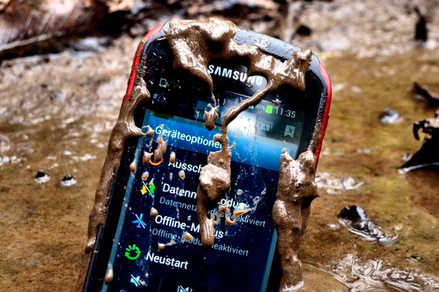Srovnání outdoor mobilů a smartphonů