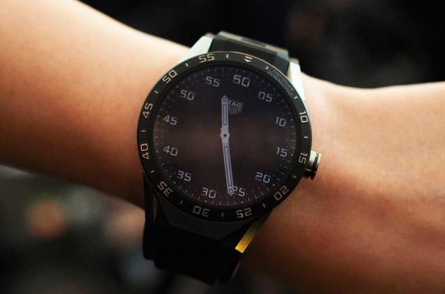 TAG Heuer představil své chytré hodinky