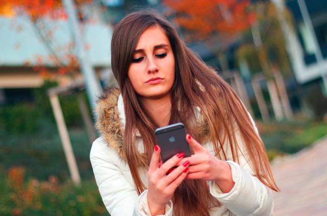 Je mobilní telefon pomocník nebo zloděj času?