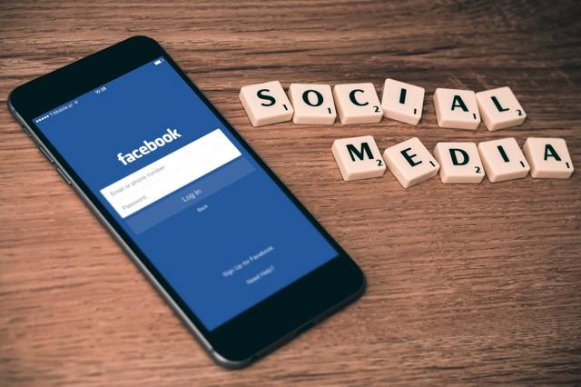 Facebook v mobilu pustíte už i na pomalém nebo žádném internetu!