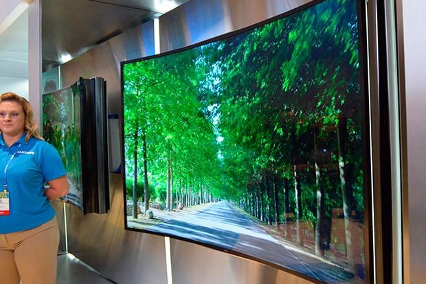 Ohybatelné televize od Samsungu a LG
