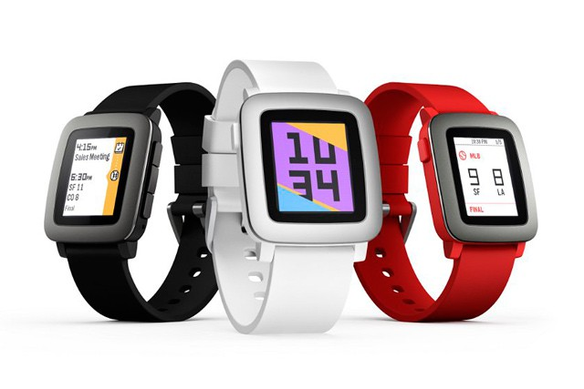 O2 zařazuje do své nabídky chytré hodinky Pebble
