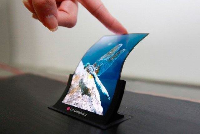 Apple plánuje nové iPhony sflexibilním OLED displejem