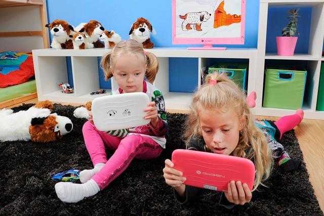 Je mobil nebo tablet hračkou pro děti?