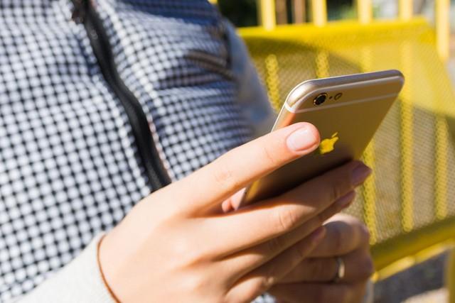 Máte také zdeformované prsty ze smartphonu?