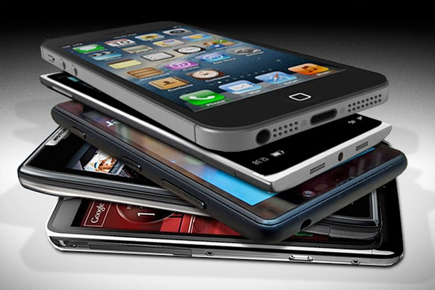 Kdo prodal nejvíce telefonů v loňském roce?