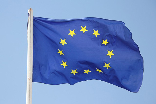 Evropská komise stáhla návrh regulace roamingu