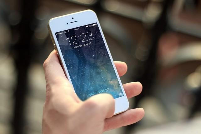 Češi po 25 let s mobily, teď chceme hlavně data