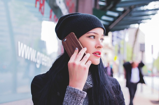 Češi koukají na mobil průměrně každých 21 minut