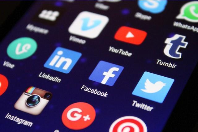 Sociální sítě v nás probouzejí závist a žárlivost