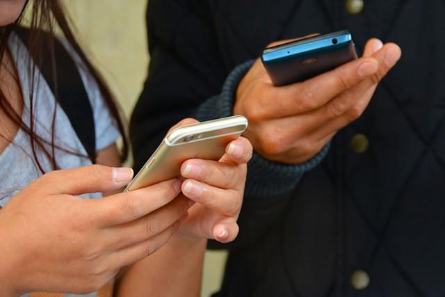 Vodafone rodinám nabízí neomezený tarif s 42 GB dat za 2 499 Kč