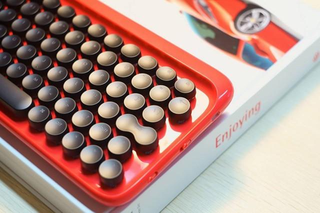 Nová designově povedená klávesnice Lofree