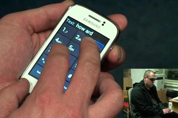 Dotykové telefony pro nevidomé