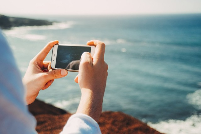 Europarlament schválil ceník roamingu