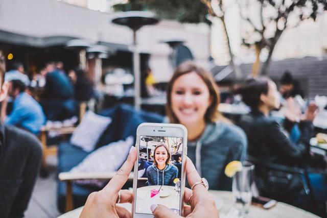 S Adobe přeměníte vaše selfie na profesionální fotku