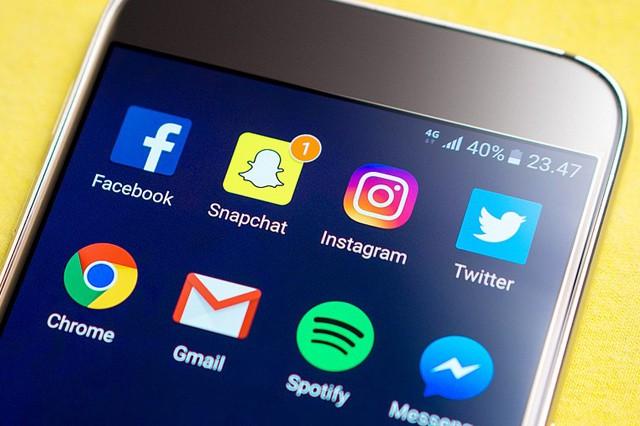 Většina Čechů používá sociální sítě