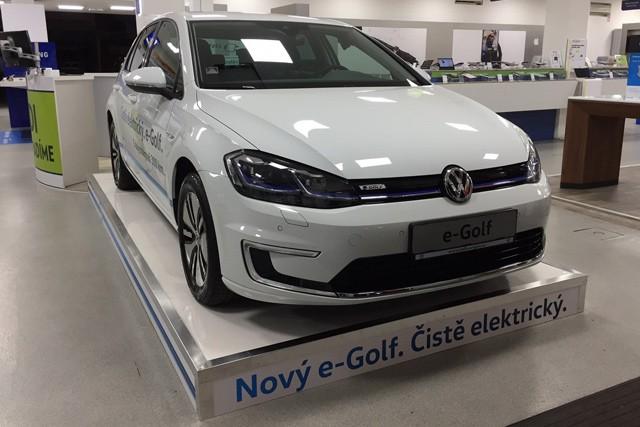 Alza začne prodávat elektromobily přes internet