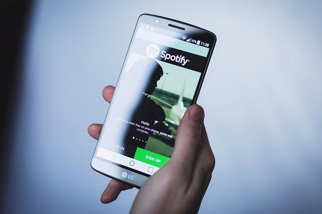 O2 nechtělo zákazníkům počítat data vyčerpaná Spotify, ČTÚ to zakázal