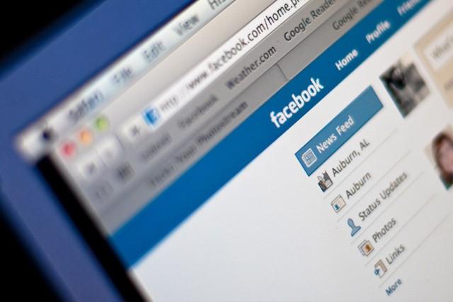 Mladší 16 let budou od konce května bez Facebooku