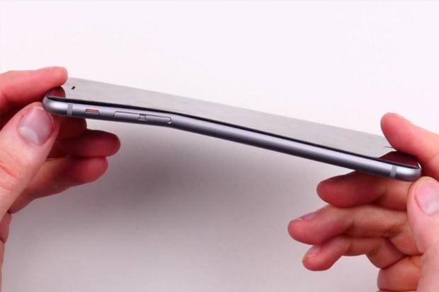 Tenký iPhone 6 se ohýbá v kapsách