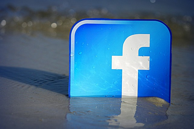 Češi propadají sociálním sítím víc a víc