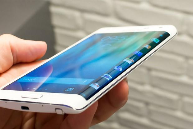 Cena phabletu od Samsungu přesáhne 20 000 Kč