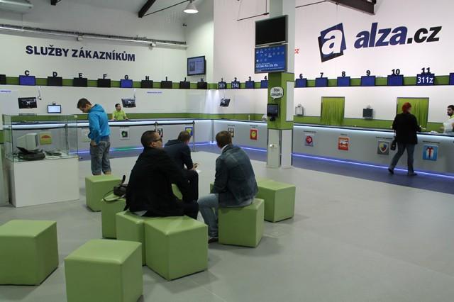 Alza: Další Prodejna budoucnosti a vlastní značka