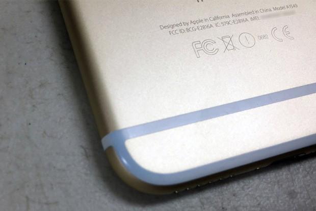 Další problémy nových iPhonů