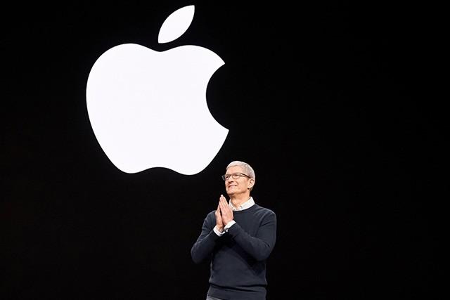 Apple představil nové služby: televize, platební karta i herní platforma