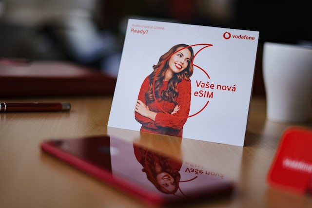 Zákazníci Vodafonu stále více využívají eSIM