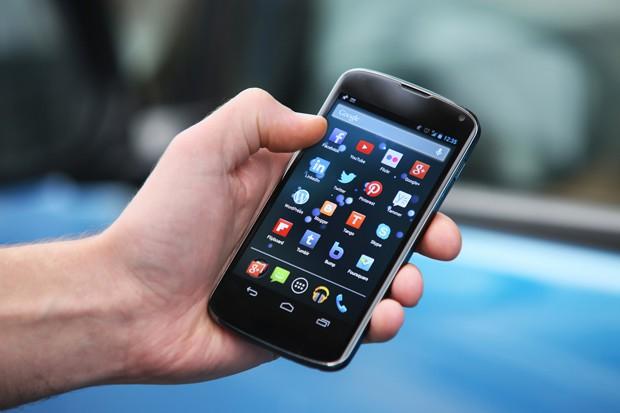 Lidé dávají přednost smartphonům