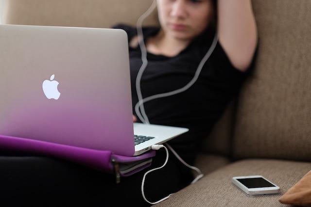 Apple plánuje přidat Face ID i do Maců