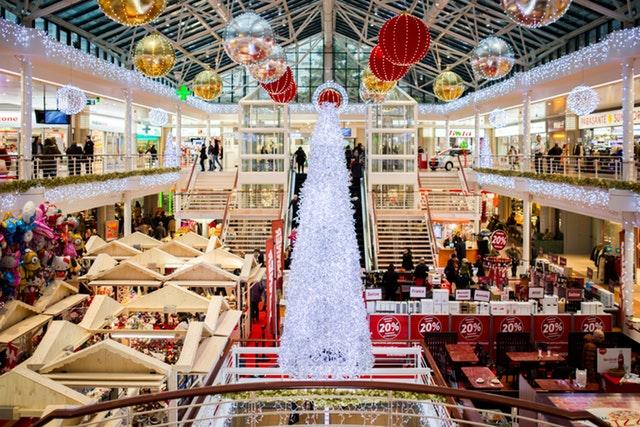 Češi budou na Vánoce nakupovat on-line dárky i jídlo