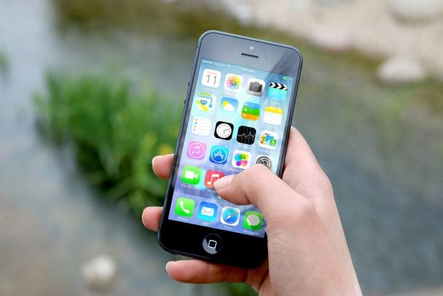 Apple chystá na příští rok další levný iPhone