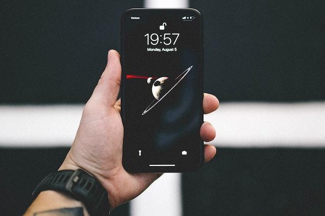 Apple zakazuje filmovým záporákům používat iPhone