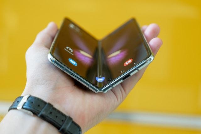 Samsung letos představí další skládací telefon