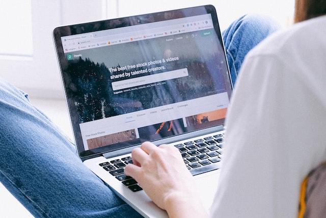 V karanténě tráví Češi o 43 % více času na internetu