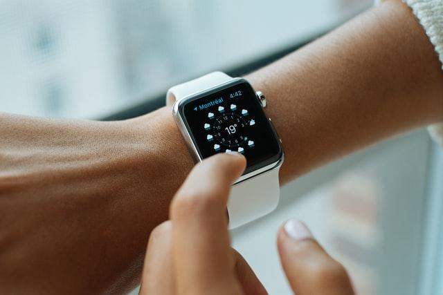 Apple příští rok představí nové Apple Watch SE