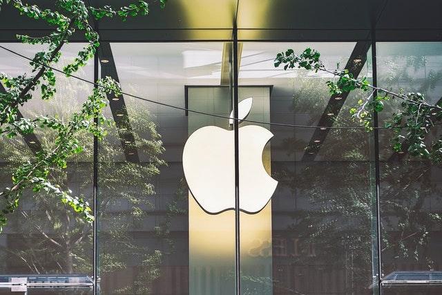 Apple Store v Praze? Ještě si na něj počkáme