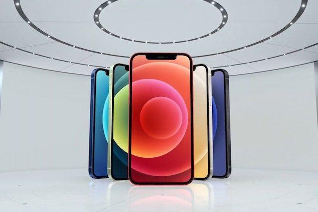 iPhone 12 odstartoval předprodej, skladové zásoby jsou ale omezené