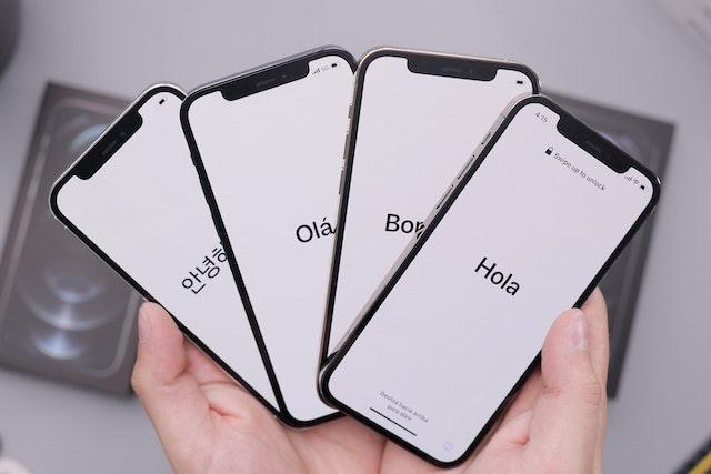 Podvodníci se vydávají za Alzu: Přes SMS informují o výhře iPhonu 12