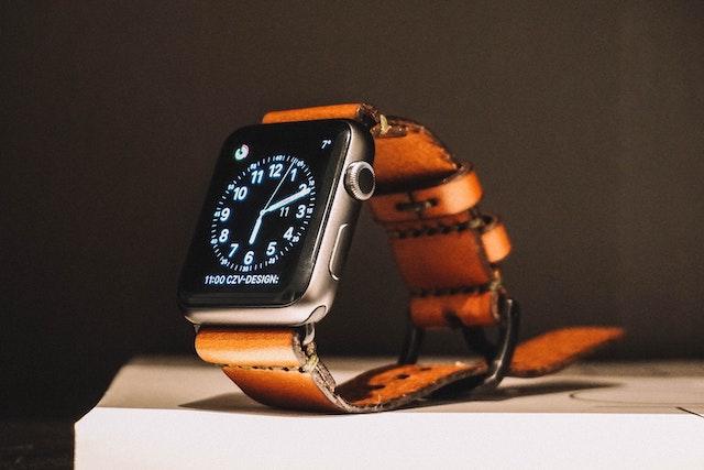 Apple Watch s Touch ID a fotoaparátem? Apple pracuje na nových vychytávkách pro své hodinky
