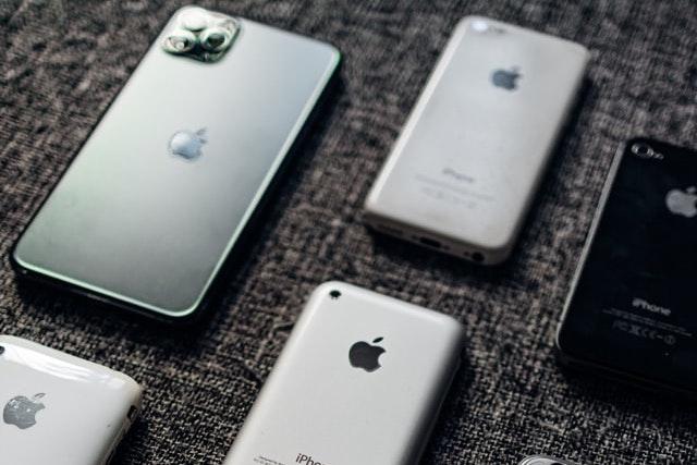 Apple se prý vrací k označení S: iPhonu 13 se letos nedočkáme