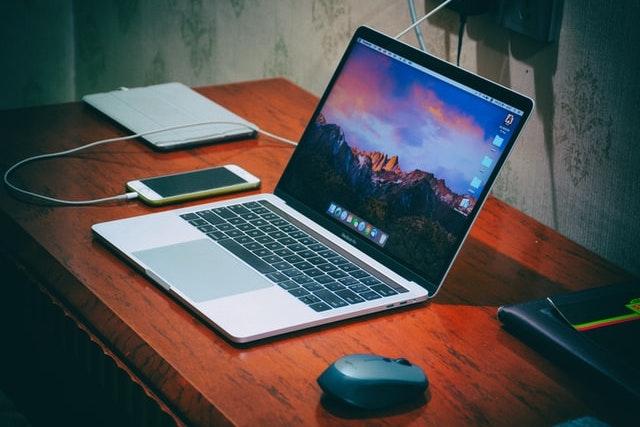 Výroba iPadů a MacBooků zpomalila kvůli nedostatku součástek