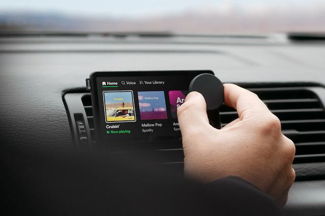 Spotify představil vlastní zařízení pro auta