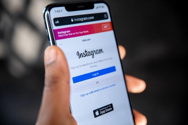 Dospělí na Instagramu nebudou moci psát zprávy mladistvým, kteří je nesledují