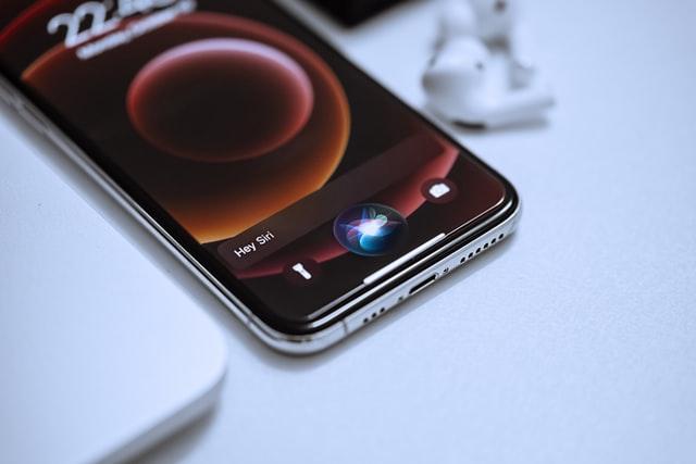 Siri v češtině? Apple přidal lokalizovanou stránku technické podpory